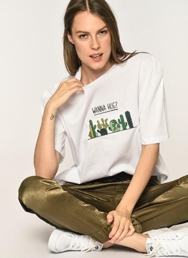 Loves You Kaktüs Nakışlı T-shirt Beyaz